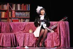 Julia Beretta en el papel del cantante Michelle en etapa Foto de archivo