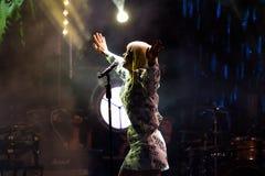 Julia Sanina, prawo ziemi Ukraińska synthopop grupa Hardkiss, Roshen fontanny otwarcie, Vinnytsia, Ukraina, 21 04 2018 zdjęcia royalty free