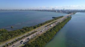 Julia Tuttle Causeway video aérea imagem de stock royalty free