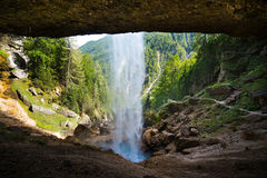 De waterval van Pericnik in Julian Alpen in Slovenië Stock Afbeeldingen