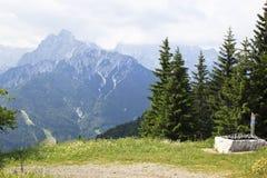 Julian Alps som ses från Pec-berget, Österrike arkivfoton