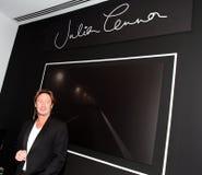 Julian Lennon compare ad una mostra fotografie stock