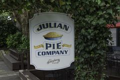 Julian Pie Company Sign photographie stock libre de droits