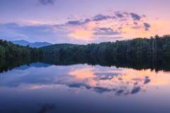 Julian Price Lake Sunset Western Noord-Carolina Stock Afbeeldingen