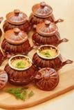 Julienne nel cocotte ceramico Fotografia Stock Libera da Diritti