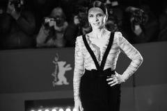 Juliette Binoche deltar i 'vänligheten av främlingar royaltyfria bilder