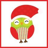 Julillustrationen med gulligt behandla som ett barn ugglan bär jultomtenhatten på röd ram Arkivfoton