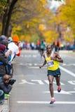 Julius Arile (Kenia) funciona con el maratón de 2013 NYC Fotografía de archivo libre de regalías