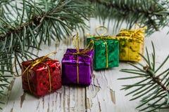 Juljulgåvor och leksaker som isoleras på vit bakgrund Fotografering för Bildbyråer