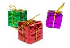 Juljulgåvor och leksaker som isoleras på vit bakgrund Royaltyfria Foton