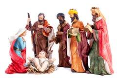 Juljulkrubba med den heliga familjen och de tre kloka männen som isoleras på vit bakgrund royaltyfri fotografi