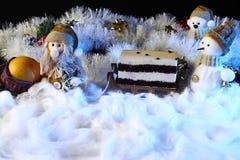Julkaka med leksakgarnering Feriebegrepp för nytt år Arkivbild