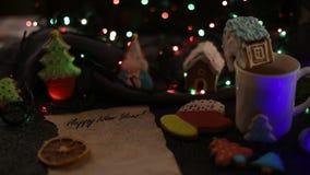 Julkakor och kopp av tea arkivfilmer