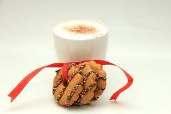 Julkakor och varm drink Royaltyfri Bild