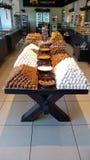 Julkakor på ett grekiskt bageri royaltyfria foton