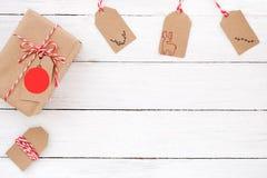 Julklappgåvaboxe med etiketter fotografering för bildbyråer