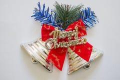 Julklocka, dekorerad julklocka, med inskriften av glad jul arkivfoto