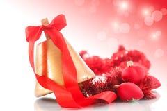Julklocka med julprydnader Arkivfoto