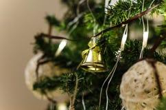 Julklocka på julgranen Royaltyfri Fotografi