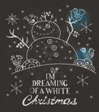 Julkort för xmas-design med den hand drog snögubben och fåglar Arkivfoto