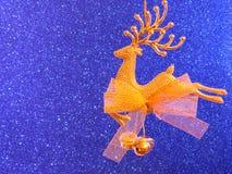 Julkort - guld- renprydnad Royaltyfria Bilder