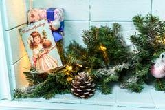 Julkort med den prydliga filialen och bulan Royaltyfri Foto