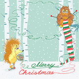 Julkort med en uggla och en igelkott Arkivbild
