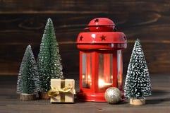 Julkort med garnering för jul lykta och jul Arkivbilder