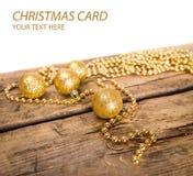Julkort med guld- skinande bollar Royaltyfria Bilder