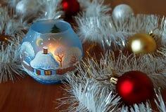 Julkort med kulöra julbollar Arkivbilder