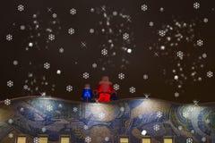 Julkort med Santa Claus och snöjungfrun Royaltyfria Bilder
