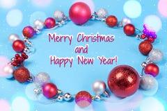 Julkort på blå bakgrund royaltyfria bilder