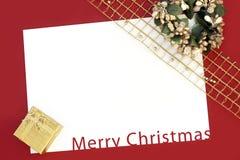 Julkort på röd bakgrund Royaltyfria Bilder