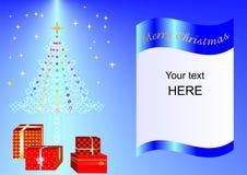 Julkortet som dekoreras med Xmas-trädet, bollar och gåvaaskar slösar ing1a Arkivfoton
