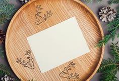 Julkortmodell med hjortar formade gem Arkivfoto