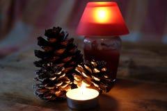 Julkottar och stearinljus Arkivbilder