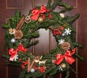 Julkran på dörr Royaltyfri Foto