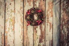 Julkran på wood bakgrund Royaltyfri Bild