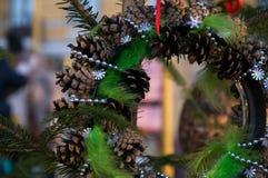 Julkrans med strobilen Arkivbild