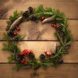 Julkrans på träbakgrunden Royaltyfri Bild