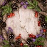 Julkrans på träbakgrunden Arkivbilder