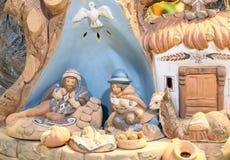 Julkrubban med behandla som ett barn Jesus St Joseph och Santa Maria Royaltyfria Foton
