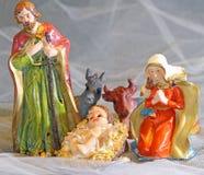 Julkrubban med jungfruliga Mary, Joseph, behandla som ett barn Jesus Royaltyfri Fotografi