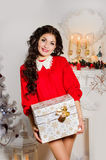Julkvinnor med gåvor Royaltyfri Fotografi