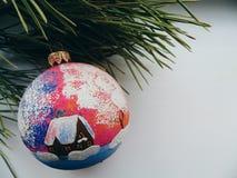 Julleksaken sörjer på filialjul Royaltyfria Foton