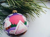 Julleksaken sörjer på filialjul Royaltyfri Fotografi