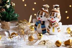 Julleksaker för garnering på vardagsrum av det moderna huset arkivfoto