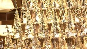 Julleksaker på en julmarknad Angel Angels och stearinljus arkivfilmer