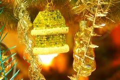 Julleksaker på julgranen Royaltyfri Foto