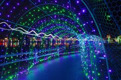 Julljus i tunnel på Lafarge sjön Arkivbild